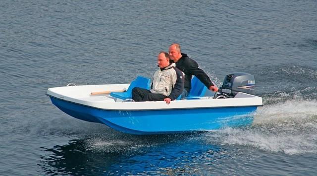 лодка пластиковая на морозе
