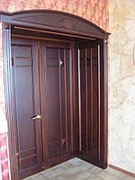 Классические двери из натурального дерева.