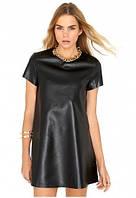 Платье из кожзама непринужденного дизайна