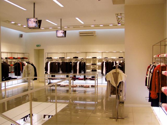 Основные правила интерьерного освещения магазина одежды
