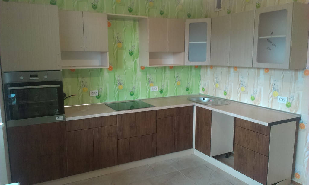 Кухня модерн на заказ столешница Люксформ корпус Кроноспан фасады пленочный МДФ