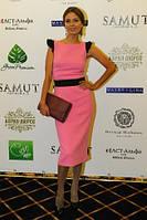 Платье футляр розовое с черными воланами