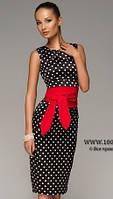 Платье футляр в черное в горошек с красным поясом