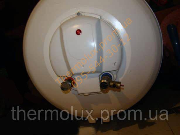 Вид снизу на электрический водонагреватель Atlantic Round