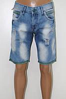 Шорты и бриджи джинсовые мужские STRAVT (СТРАВТ) голубые с потёртостью и рванка с цветным  манжетом внизу