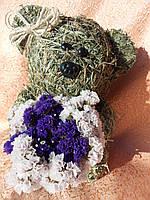 Медвежонок с букетом цветов