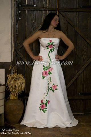 Весільні сукні в українському стилі