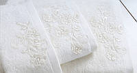 Красивое полотенце с вышивкой  50х90  IRYA SWEET в подарочной коробке