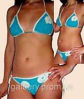 Вязаный раздельный купальник - бикини с вышивкой бисером ручной работы бирюзового с белым цвета