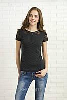 Молодежная летняя блуза цвета графит, короткий рукав, ткань вискоза с кружевом. Модель 309 Mirabelle