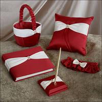 Красивый набор аксессуаров красного цвета: корзинка, подушечка, книга пожеланий, ручка, подвязка