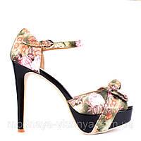 Летние туфли с цветочным принтом