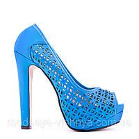 Модные перфорированные голубые туфли на высоком каблуке