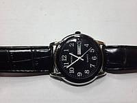"Кварцевые часы ""Спутник 223"" на ремешках с датой."