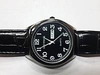 "Кварцевые часы ""Спутник 225"" на ремешках с датой."