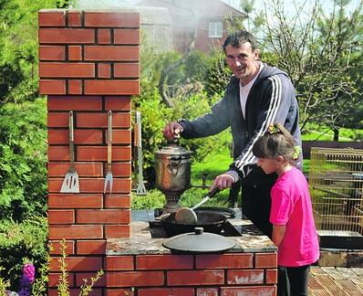 Небольшая печь для дачи на улице