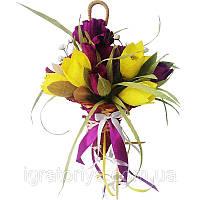 Букет из конфет Зонтик с ирисами и тюльпанами