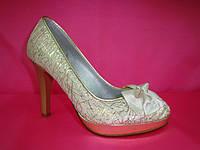 Свадебные туфли айвори с золотом на низкой платформе