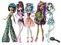 Набор из 5 штук кукол монстр. Серия Весенние каникулы  Monster High Skull Shores 5 pack dolls