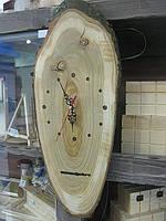 Настенные часы из дерева с циферблатом