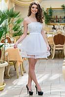Белое мини-платье с пышной юбкой