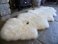 Ковер из двух овечьих шкур. Цвет белый.