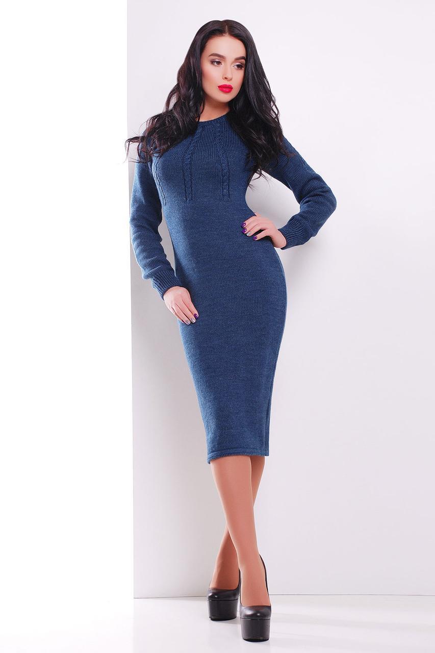 Вязаное платье ниже колена