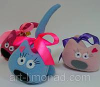 Мягкие игрушки Коты с сердечками. Цвета разные.