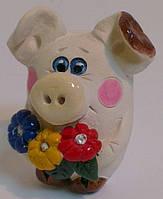 Свинья с цветами из глины Сувенир статуэтка