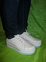 Белые кроссовки на платформе (криперсы)