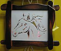 Интерьерная зеркальная картина в деревянной рамке