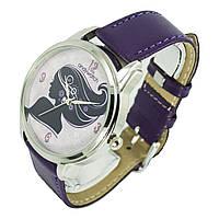 Стильные наручные часы. Девушка