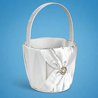 Красивая корзинка для лепестков с белой лентой и брошкой,  корзинки для лепестков роз на свадьбу, купить