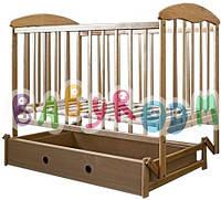 Детская  деревянная кроватка Наталка с маятником и ящиком (Светлая)