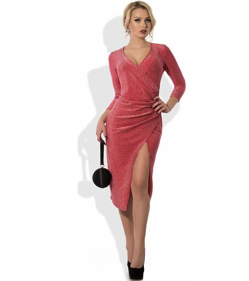 Коралловое платье из люрекса с эффектом запаха