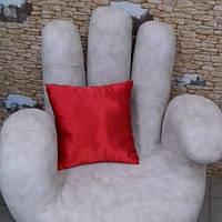 Подушка атласная красная
