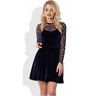 Темно-синее платье мини из бархата с юбкой в складку