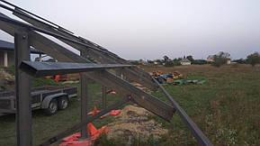Монтаж солнечной электростанции на регулируемых столах (трекерах). Столы могут регулироваться на разный угол для наибольшей выработки исходя... 4