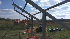 Монтаж солнечной электростанции на регулируемых столах (трекерах). Столы могут регулироваться на разный угол для наибольшей выработки исходя... 6