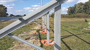Монтаж солнечной электростанции на регулируемых столах (трекерах). Столы могут регулироваться на разный угол для наибольшей выработки исходя... 7