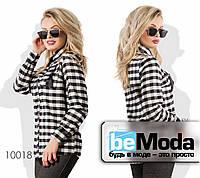 Интересная и очень теплая женская рубашка с ярким принтом в клетку и модными карманами черно-белая