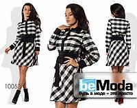 Эффектное яркое женское платье с оригинальным принтом  и модным поясом черно-белое