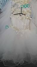 Детское нарядное платье для утренника, украшенное цветами и бусинками