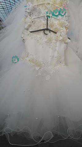 Детское нарядное платье для утренника, украшенное цветами и бусинками, фото 2