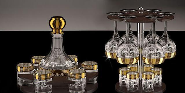Стопки, рюмки, стаканы, бокалы, фужеры, графины с золотым декором
