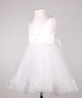 Красивое нарядное  платье  для девочек с ажурной вышивкой на подоле