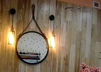 Настенное круглое зеркало на ремне в металлической раме Roomyana