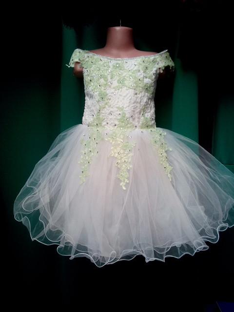 Нарядное детское платье с пышной юбкой