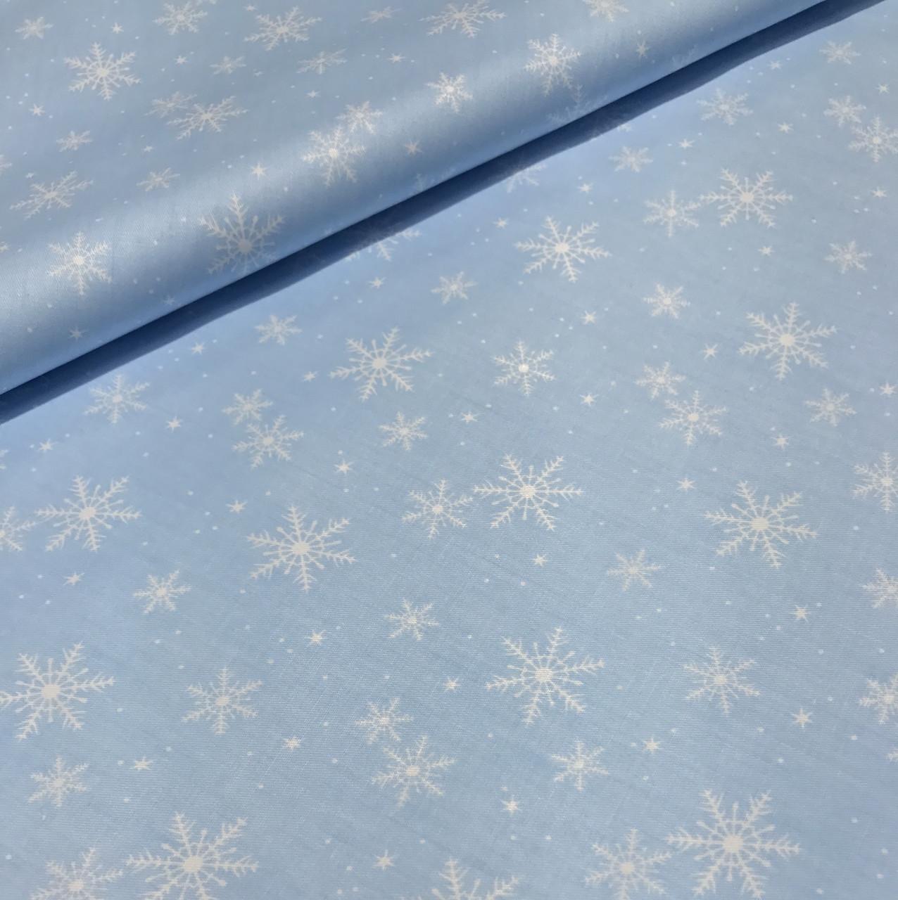 Хлопковая ткань снежинки разного размера на голубом (Корея) №258