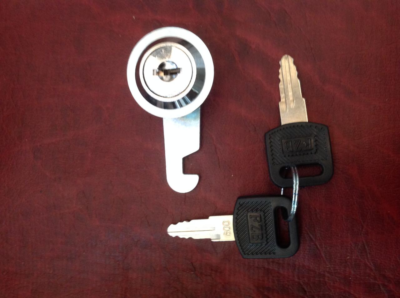 Замок металевий, в комплекті ключ(2шт.)+ гайка